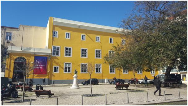 Die Faculdade de Belas Artes ist in einem ehemaligen Kloster mitten im Stadtzentrum mit Blick auf den Tejo gelegen.